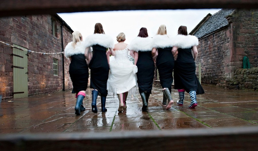beautiful-rainy-wedding-photography-bridal-party-in-wellies-2