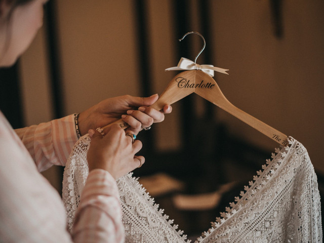 How to Make Your Own DIY Wedding Hangers: 13 Cute Ideas