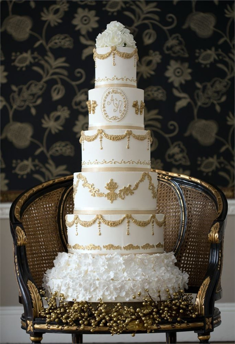 gold-and-white-six-tiered-cake