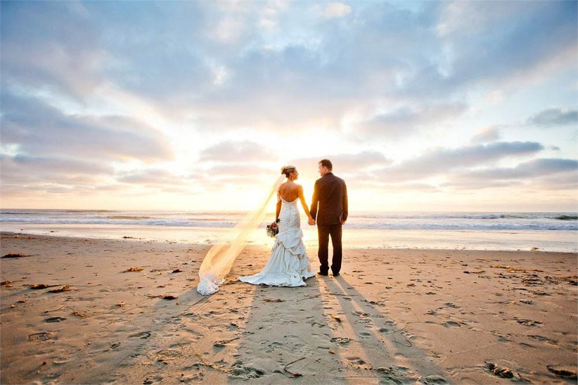 beach-wedding-dress-tips-if-youre-planning-a-ceremony-on-the-beach