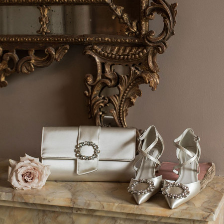 Beautiful Bridal Clutch Bags for Brides with Serious Style