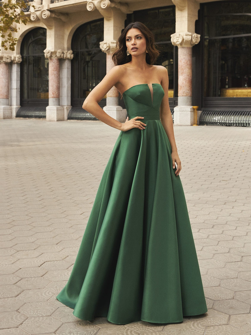 20 Gorgeous Green Bridesmaid Dresses 20   hitched.co.uk