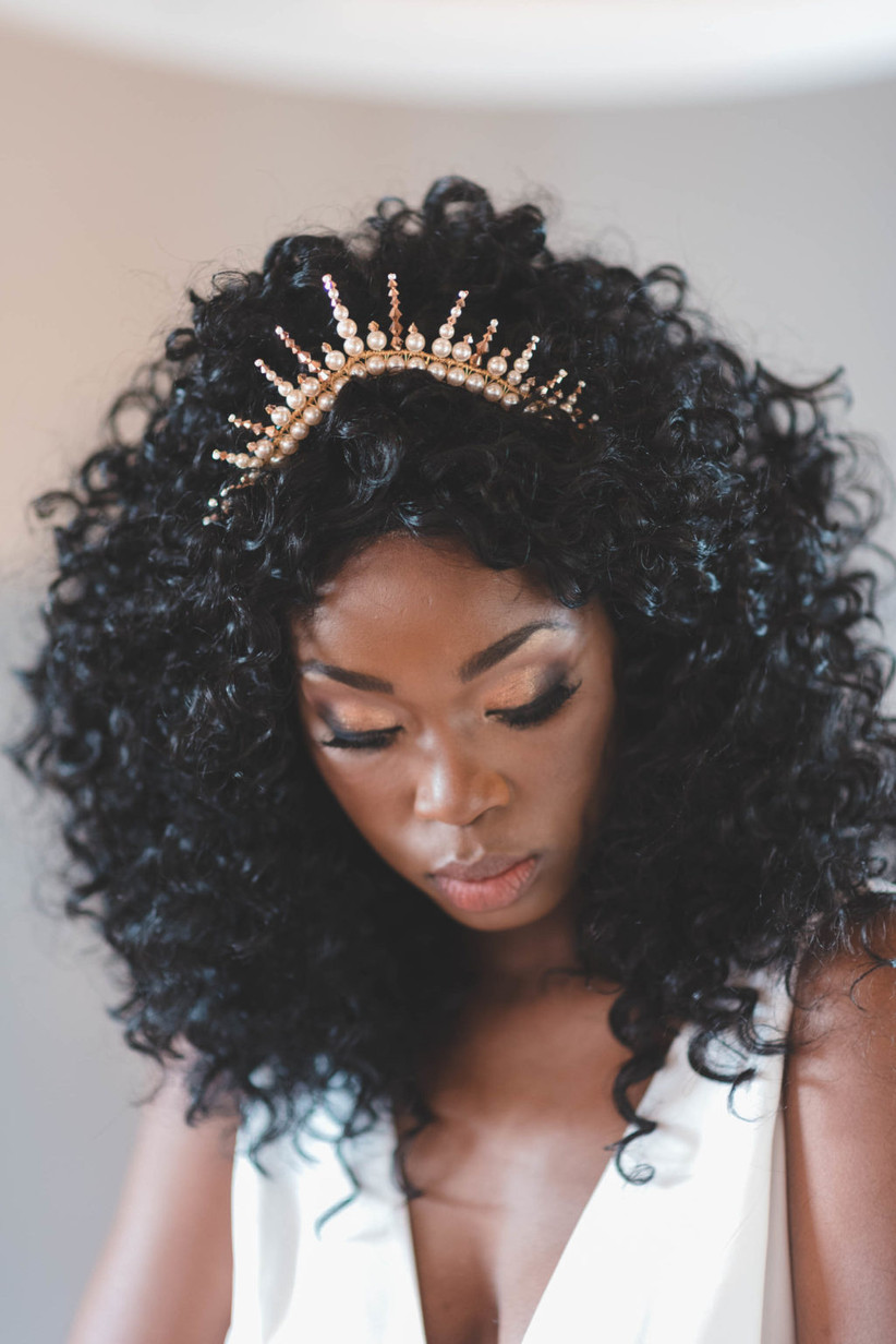Model with a pearl crown hair band