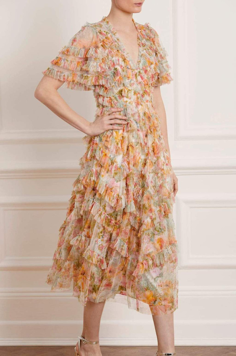 Model wear pastel floral dress with v neck and ruffles