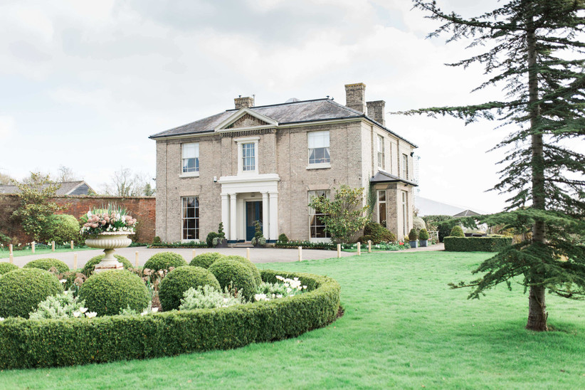 Exterior of country house Fennes with gardens