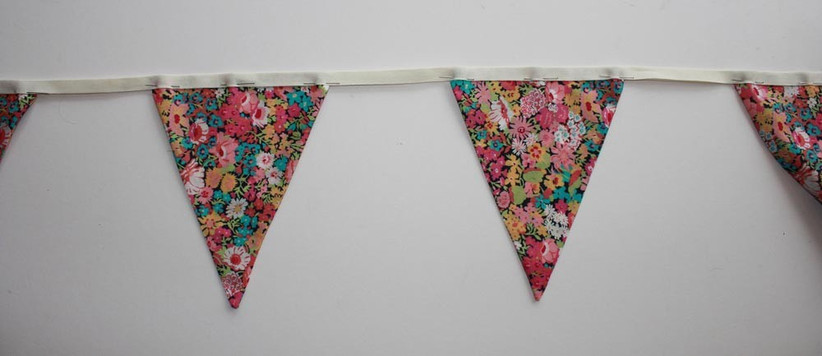 triangle-bunting-shapes-pinned-to-the-strip