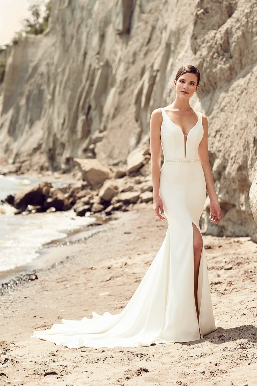 plunging-neckline-wedding-dress-trend