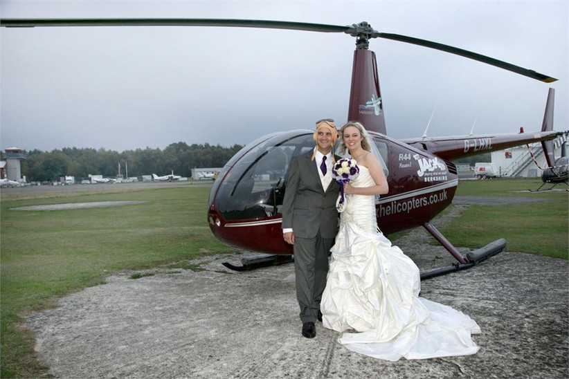 wedding-couple-with-a-helicopter