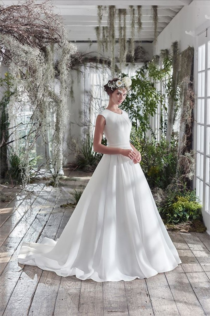 flat-chested-bride-dress-ideas-2
