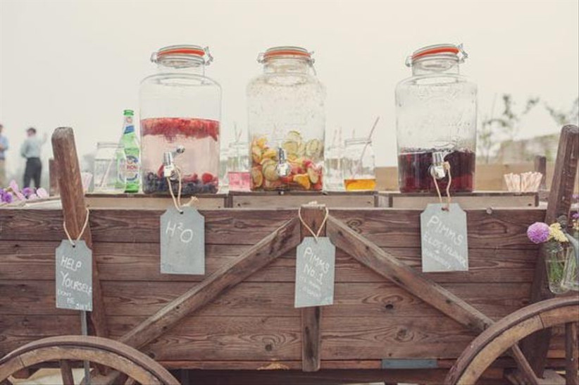 rustic-cocktail-stand