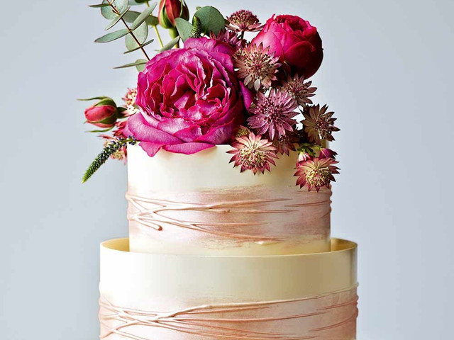 Supermarket Wedding Cakes: Cheap Wedding Cakes From the High Street