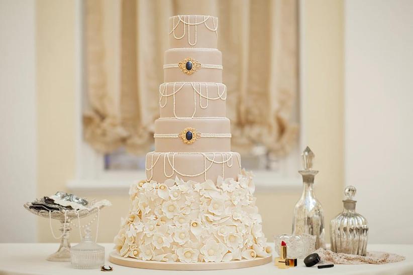 jewellery-adorned-wedding-cake