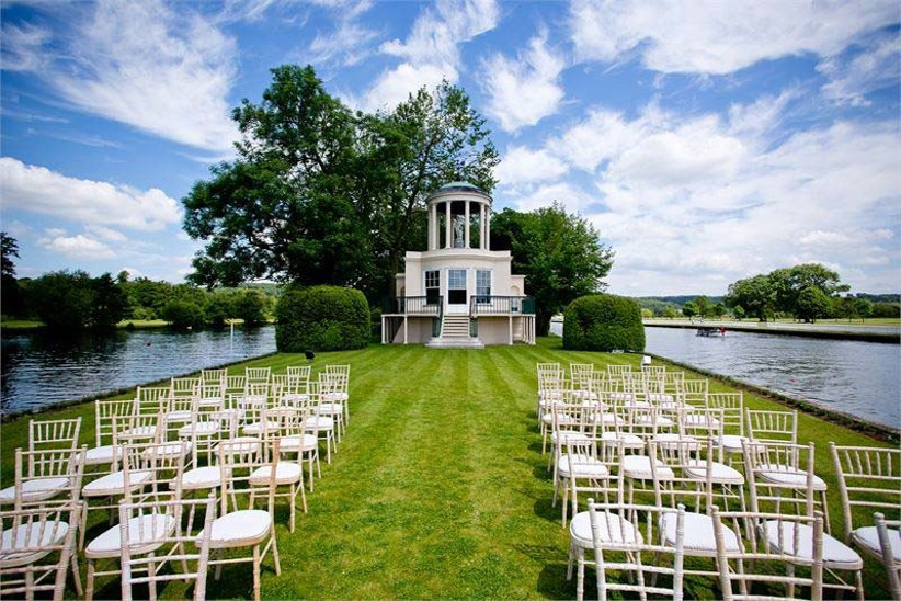 temple-island-is-a-sporting-wedding-venue-in-oxfordshire-that-marks-the-start-of-the-henley-royal-regatta