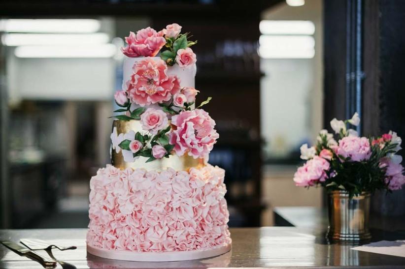 metallic-wedding-cakes-from-the-little-bear-cakery-2