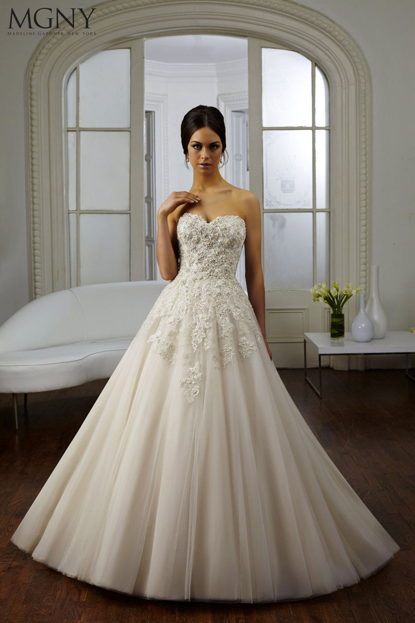 wedding-dresses-for-a-small-bust-8