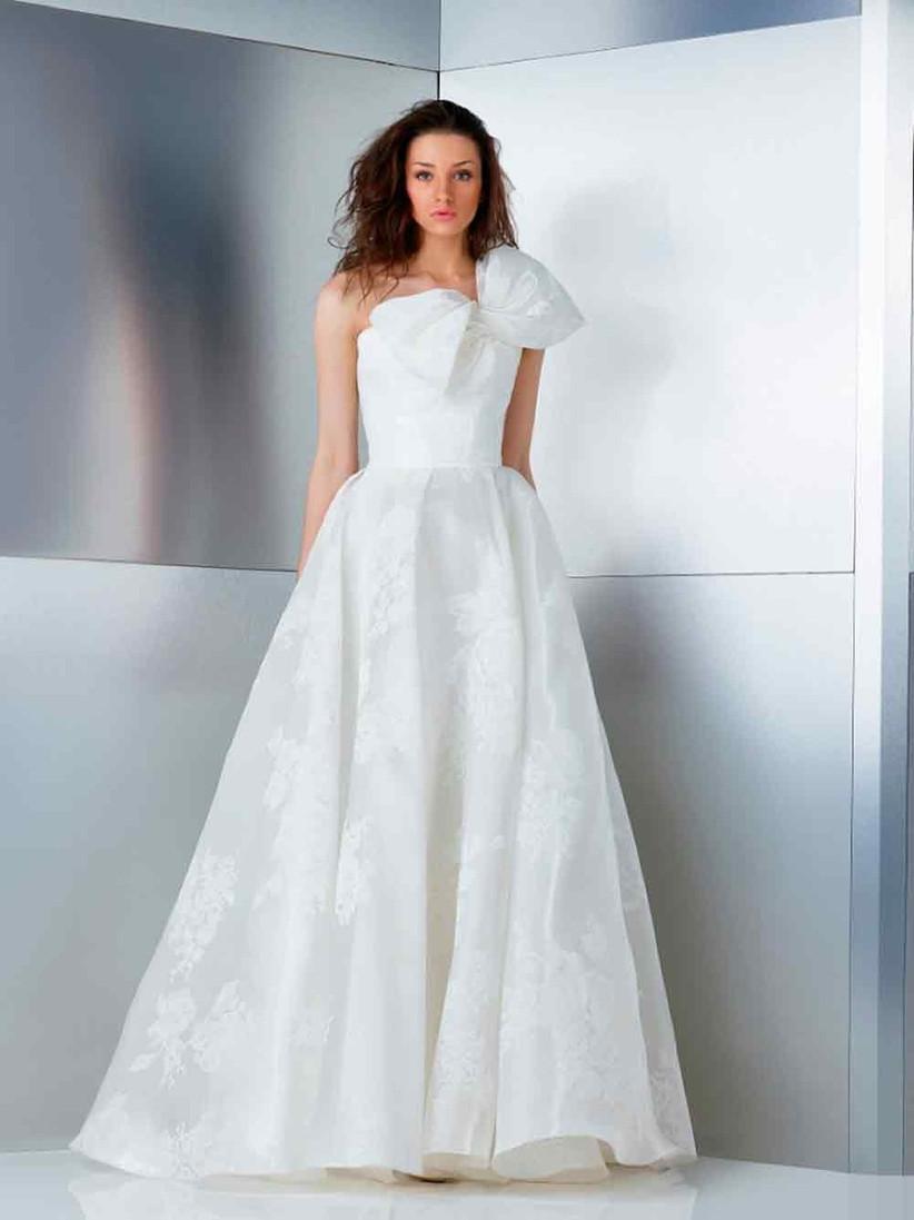 bow-details-wedding-dress