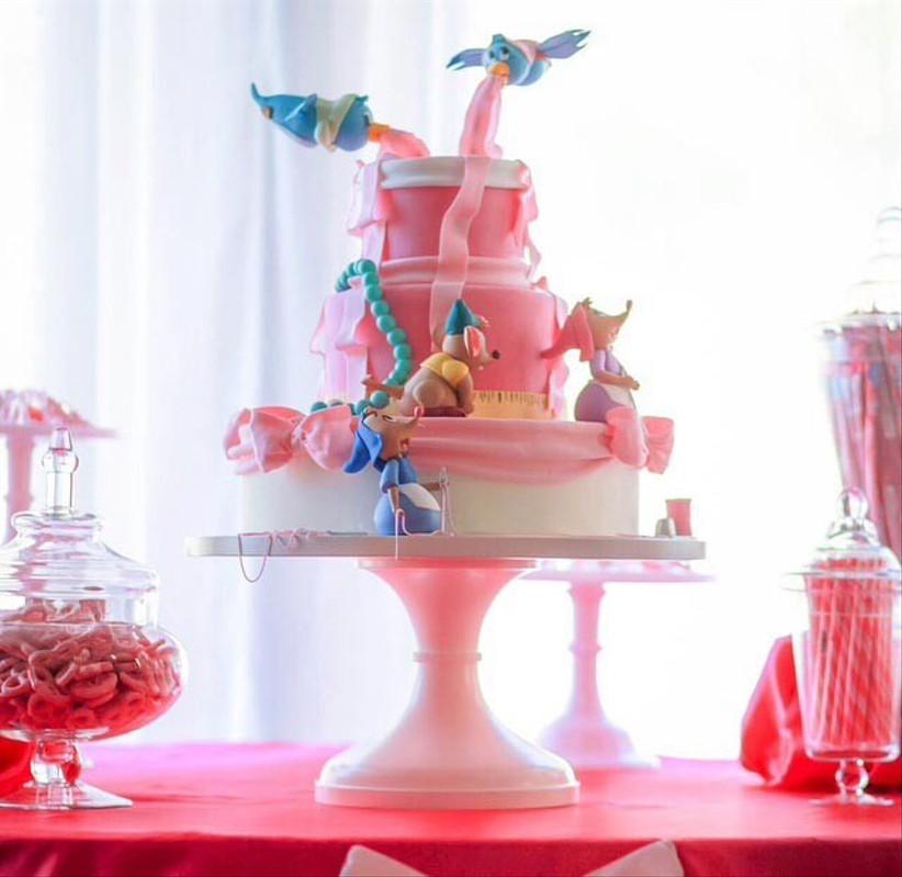 cinderella-inspired-disney-wedding-cake-with-mice-and-birds