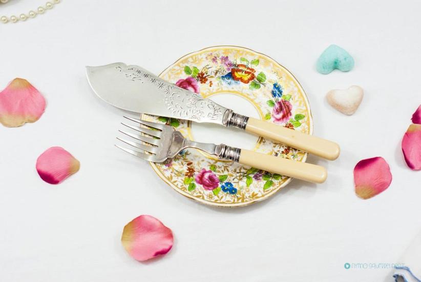 vintage-cake-knife-set