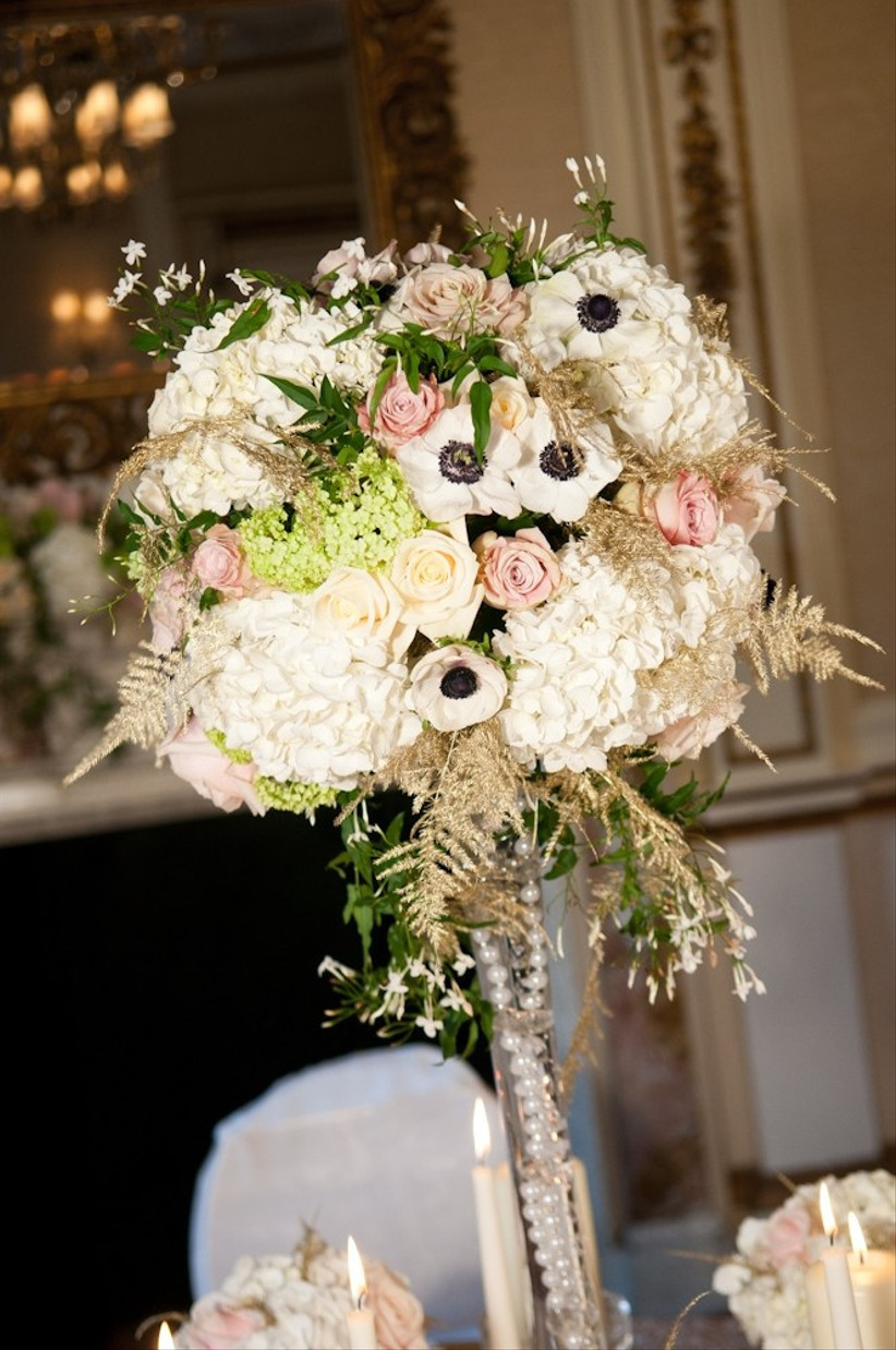this-floral-centrepiece-from-moutan-is-filled-with-gorgeous-summer-wedding-flowers