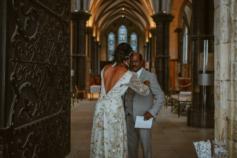 Nirosha adjusting her father's suit in Temple Church