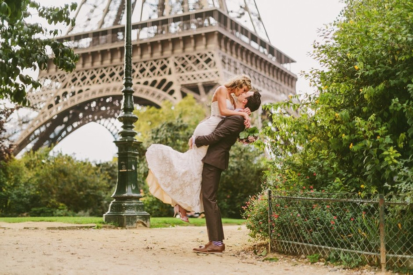 rose-photographer-paris-bride-and-groom-2