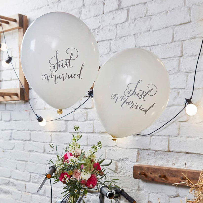 just-married-balloons