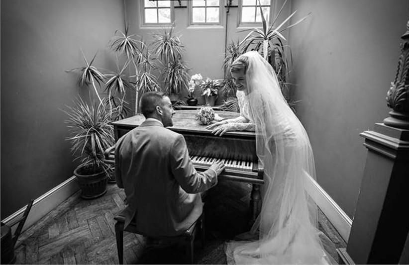 couple-sitting-at-piano-2