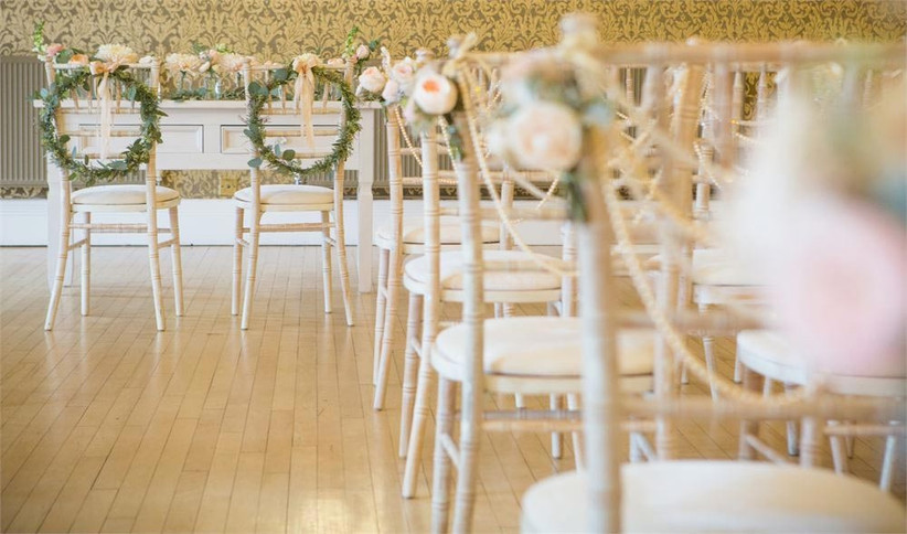 wedding-chairs-decorated-with-floral-wreaths
