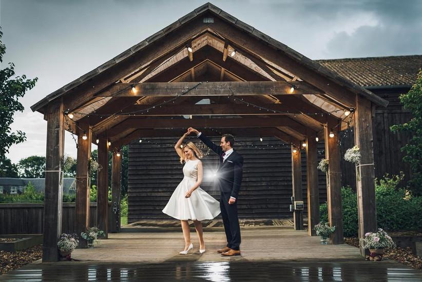 bride-and-groom-dancing-in-the-rain-2