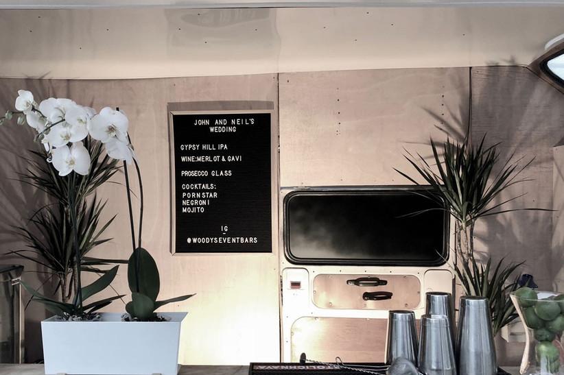 unusual-food-woodys-drinks-van-2