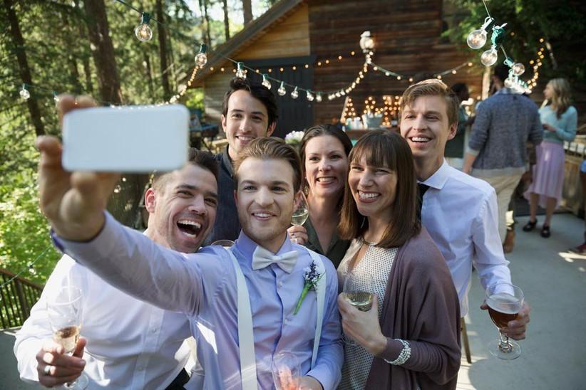 groomsmen-taking-a-selfie-2