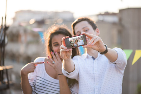 5 Cute Ways to Announce Your Engagement Online