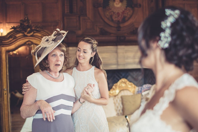 mother-of-the-bride-seeing-the-bride-for-the-first-time-2