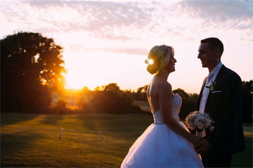 country-garden-wedding-with-a-romantic-sunset-2