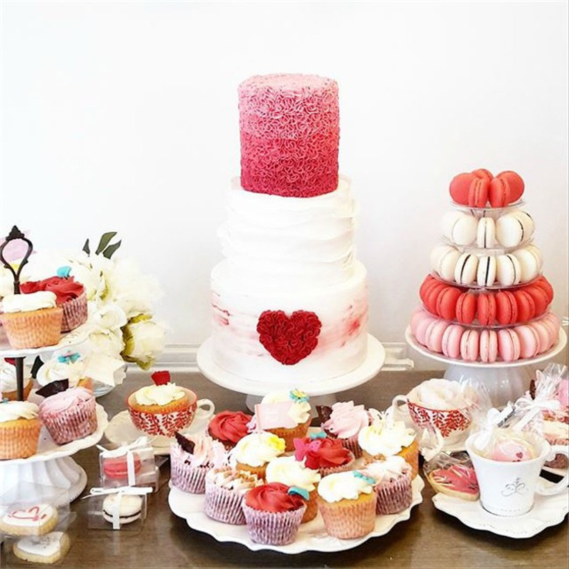 alice-in-wonderland-themed-wedding-cake-display