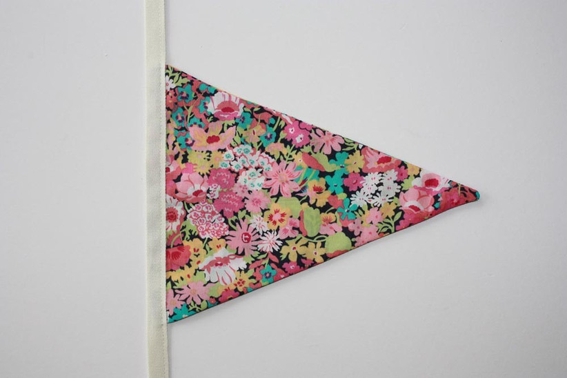 bunting-triangles-stitched-to-the-fabric-strip