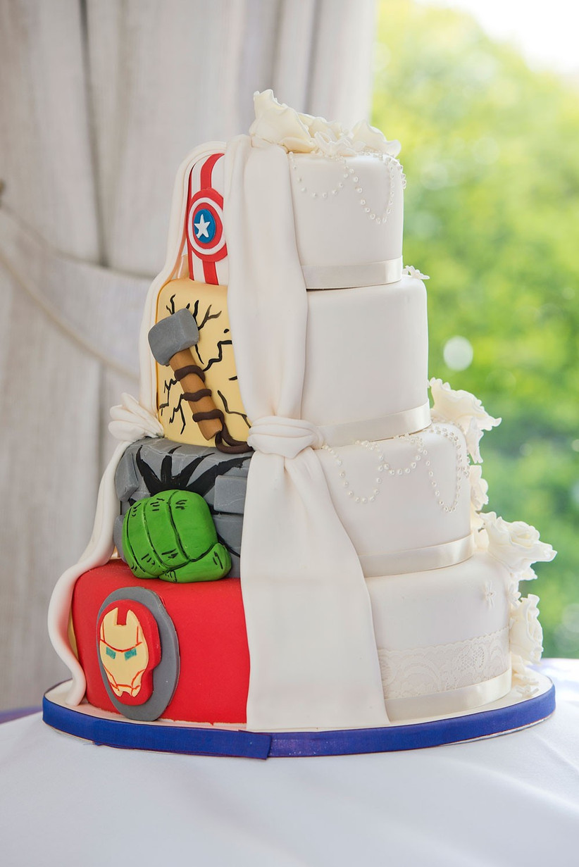 marvel-wedding-cake