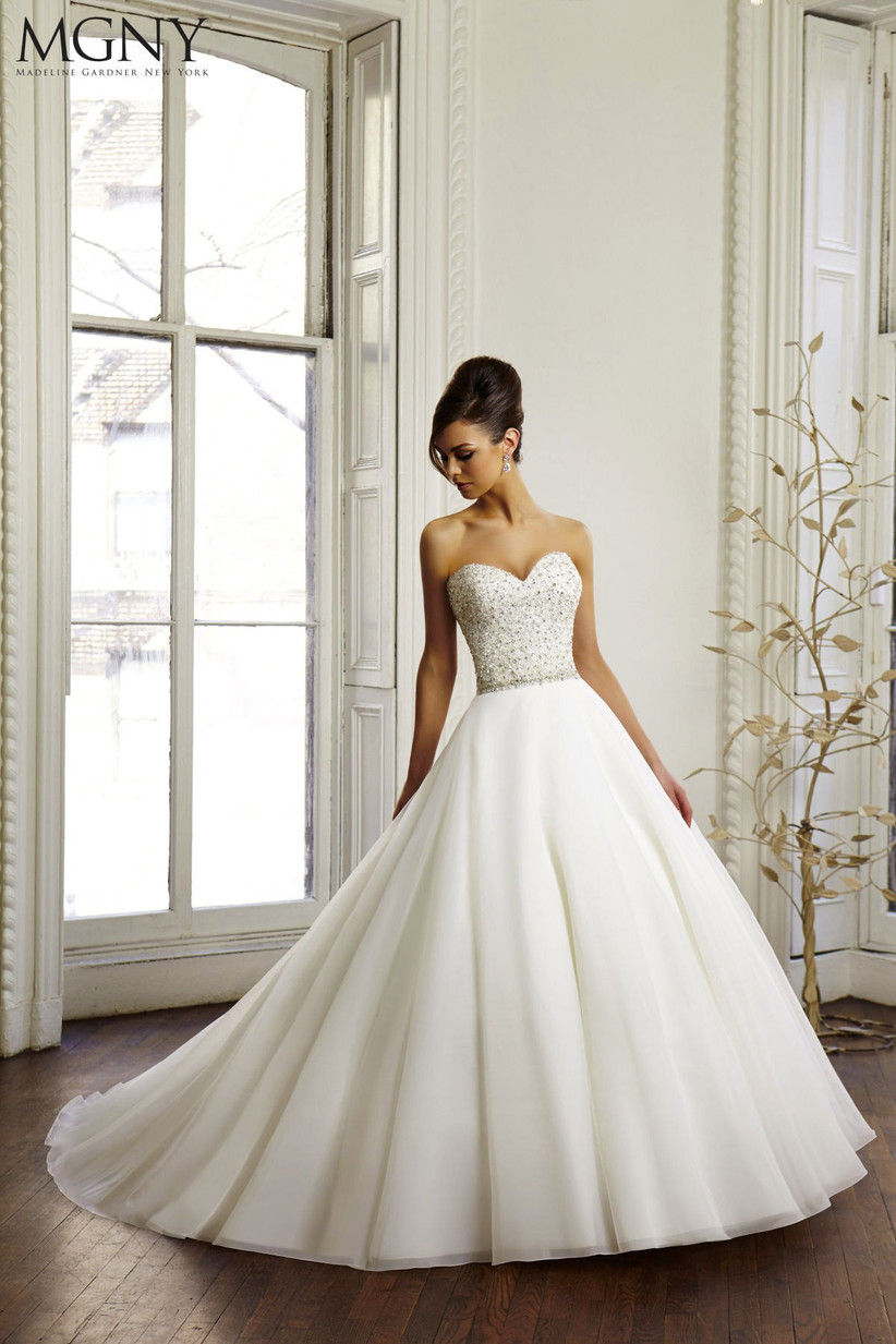 wedding-dresses-for-a-small-bust-12