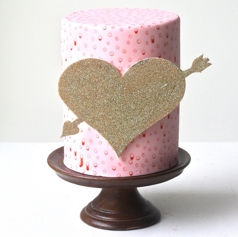 sparkly-wedding-cake-with-love-heart