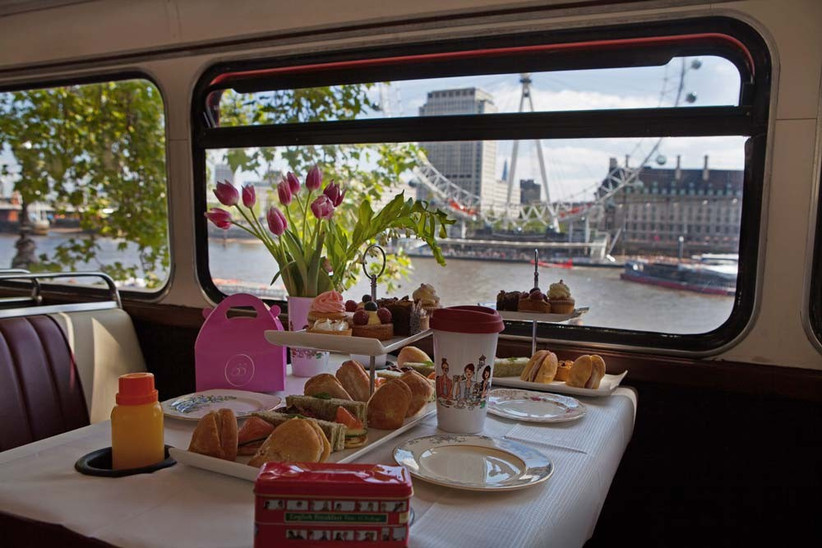 afternoon-tea-bus-experiences-around-london-with-gohen-com-allow-you-to-see-all-the-london-landmarks-with-your-hens-2