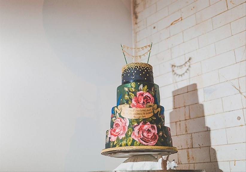 hand-painted-and-gold-wedding-cake
