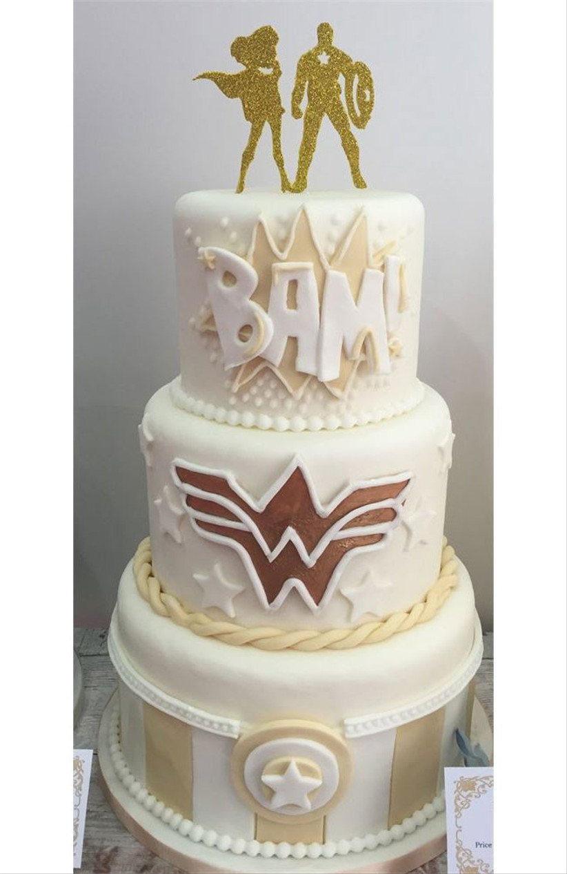 gold-superhero-wedding-cake