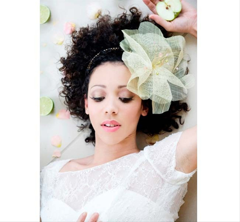for-an-alternative-wedding-hair-flowers-look-choose-a-hair-accessory-with-a-flower-made-out-of-materials-such-as-lace-or-netting-2