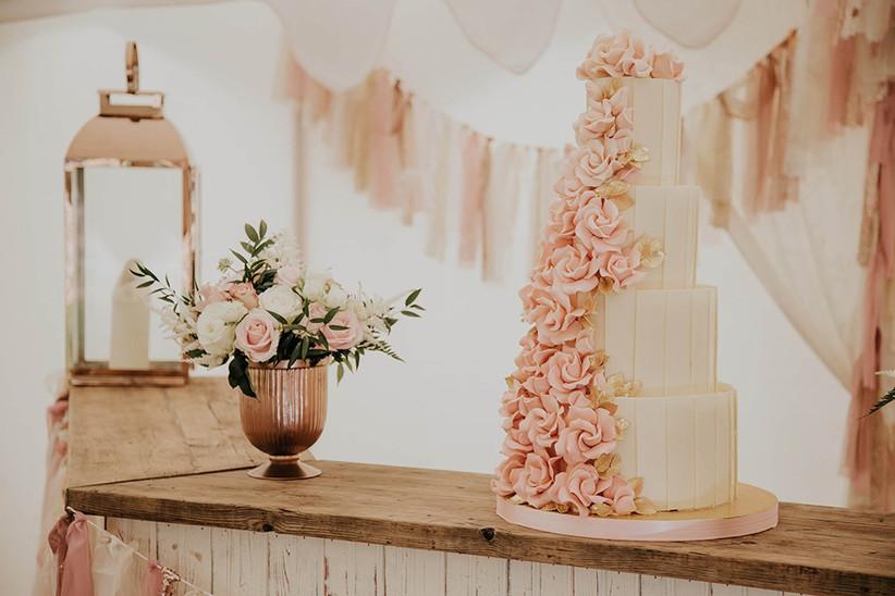 rose-gold-wedding-cake-table