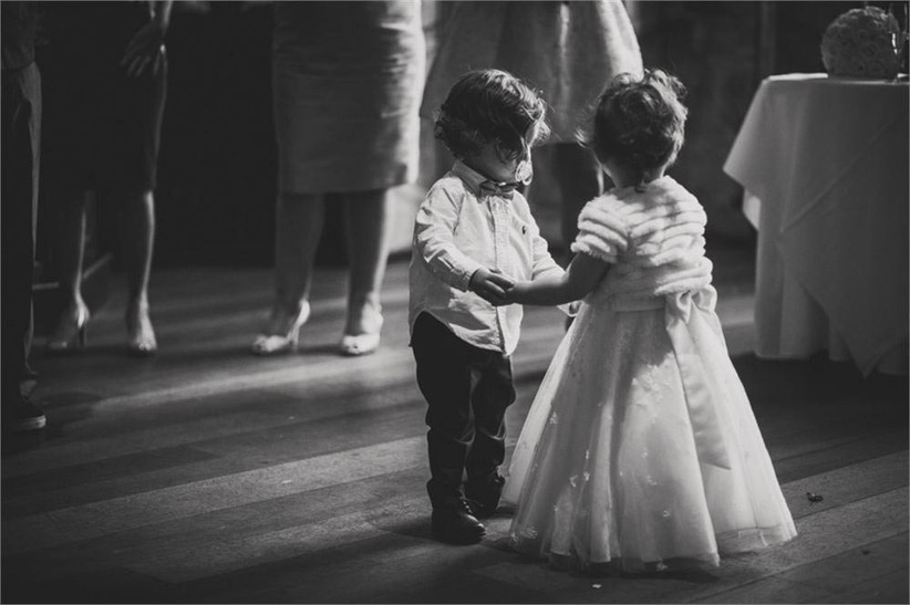 page-boy-and-flower-girl-dancing-2