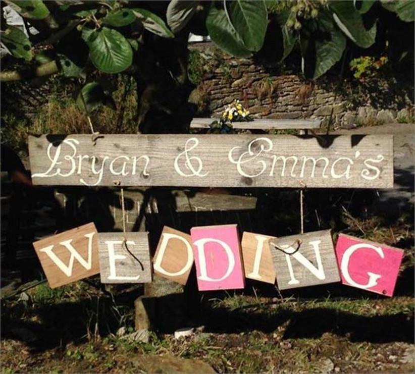 shabby-chic-wedding-sign-from-trenderway-farm
