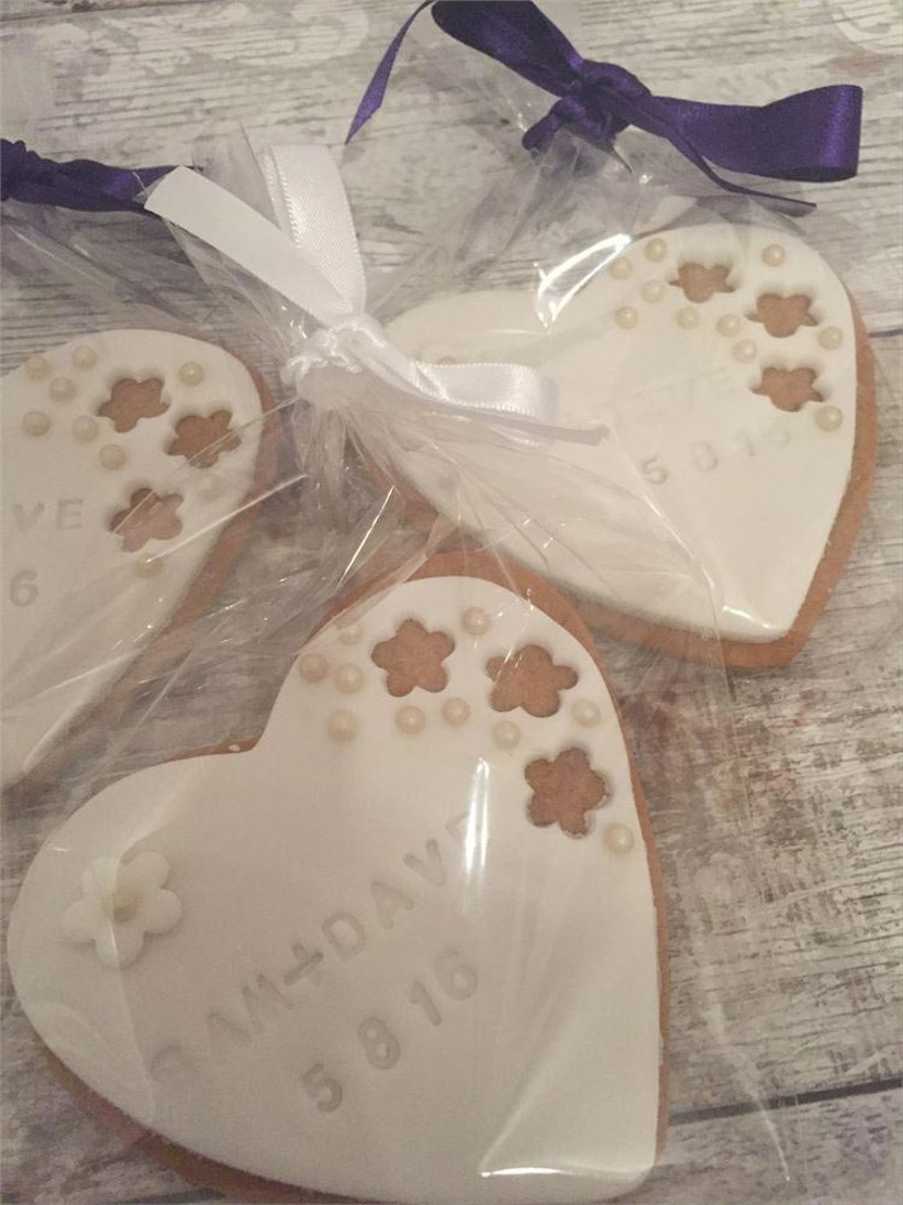customised-wedding-biscuit-favours
