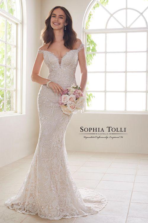 Y21810A, Sophia Tolli