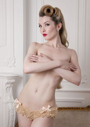 Frilly Knicker in Vintage Cream, Queen Annes Lace