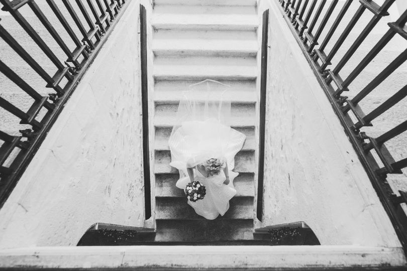 Bride descending the stairs - Kim Burrows Photography